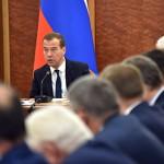 Медведев одобрил строительство железной дороги в обход Украины