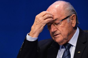 Президенту ФИФА не дают спокойно покинуть свой пост