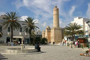 Тунис отменил режим ЧП на курорте Сусса