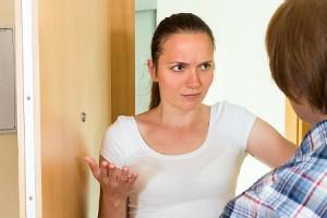 Общаться с соседями так, чтобы они от вас прятались