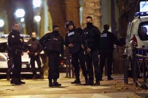 Олланд собрал срочное совещание в связи со спецоперацией в Сен-Дени