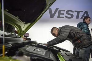 За первый день дилеры продали 780 машин Lada Vesta