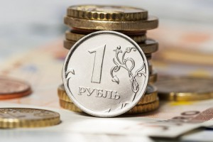 Рубль возобновил падение на открытии торгов