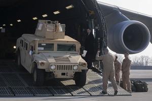 Украина получила от США непригодную технику и экипировку