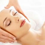 Косметический массаж лица делает кожу более подтянутой и упругой