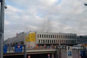 Два взрыва прогремели в аэропорту Брюсселя