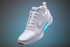 Nike представила первые серийные самозашнуровывающиеся кроссовки