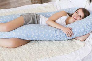 Подушки для беременных помогают поддерживать спину и живот