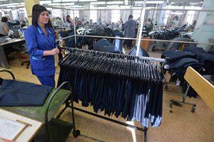 СМИ узнали о начале перевода в Россию производства для ретейлеров одежды