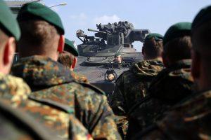 Министр обороны ФРГ использует «фактор России» для укрепления немецкой армии