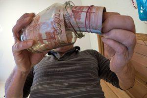 В Кремле прокомментировали предложение об ограничении роста зарплат в кризис