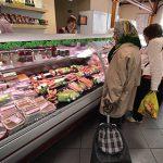 Половина россиян стала экономить на продуктах