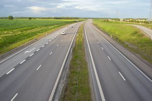 К 2030 году в России намерены построить более 15 тысяч километров новых автотрасс