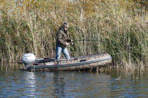 Безопасность при ловле рыбы с резиновой лодки или небольшого катера