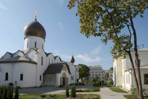 Московская патриархия получила в собственность монастырь в центре Москвы