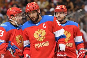 Сборная России по хоккею проиграла шведам на старте Кубка мира