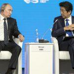 Абэ: Япония не обсуждает с Россией Крым
