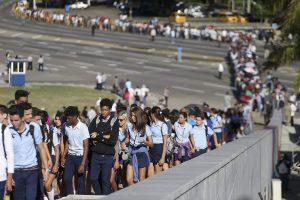 Около миллиона человек почтили память Фиделя Кастро в Гаване
