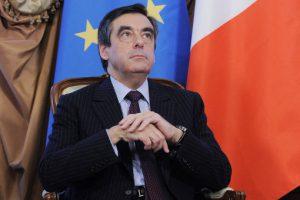 Экс-премьер Фийон обошел в праймериз экс-президента Саркози
