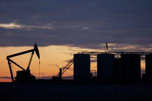 Нефть торгуется разнонаправленно на данных API о росте запасов в США