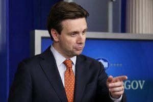 Трамп назвал пресс-секретаря Белого дома «глупцом» за нападки на Россию