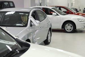 Эксперты заявили о снижении продаж новых автомобилей в 2016 году