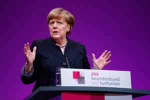 Меркель заявила о наступлении новой исторической эры