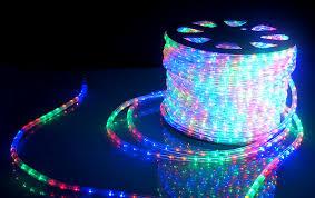 Создание яркого и столь же праздничного настроения, использование освещения на основе дюралайта круглого трехжильного