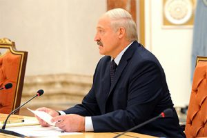 Лукашенко поручил найти замену российской нефти