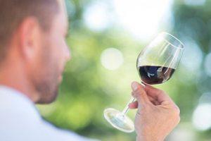 Красное вино может замедлить процесс старения