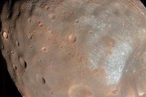 Космический зонд НАСА изменил курс, чтобы избежать столкновения с Фобосом