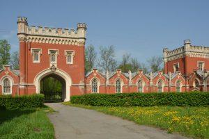 Дворцовым конюшням Петергофа возвратят былой блеск