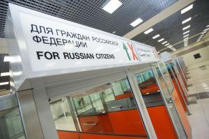 Россияне и белорусы — налево, иностранцы — направо