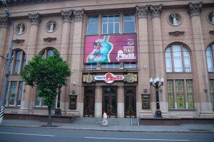 В театре «Ромэн» представили комедию положений «Бриллианты и любовь»