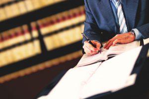 Сложные правовые дела лучше доверить опытным юристам
