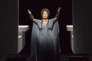 Наши певцы с триумфом выступают на самом известном оперном фестивале