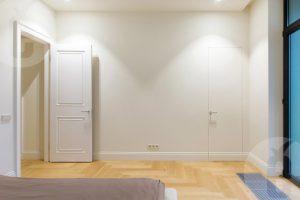 Купить двери со скрытыми петлями в Москве