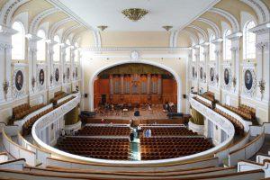 В Рахманиновском зале Московской консерватории состоялся концерт «Синее море красных яблок»