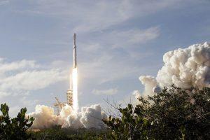 Ракета компании SpaceX доставит на МКС приборы для изучения бурь на Земле