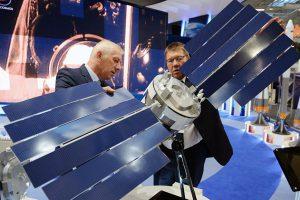 Роскосмос представил на выставке в Чили свои новые микроспутники
