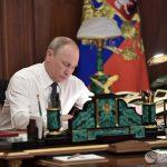 Путин поручил увеличить производительность труда на несырьевых предприятиях
