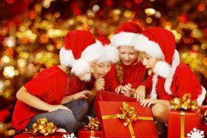 Дарим подарки на Новый год: родителям, коллегам, детям и вторым половинкам