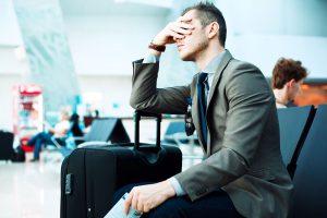 Роспотребнадзор: что вправе требовать турист от авиакомпании при задержке рейса