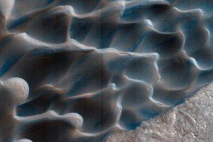 Песчаные дюны на Марсе движутся необычным образом