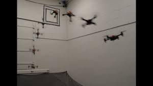 Складывающийся дрон с пружинами пролетел через узкий проем