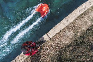 Радиоуправляемый буй с мотором спасет утопающих