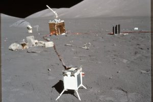 Самые странные вещи, оставленные астронавтами Аполлона на Луне