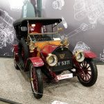 """На территории бывшего завода """"Кристалл"""" можно увидеть самую крупную в России коллекцию раритетных автомобилей"""