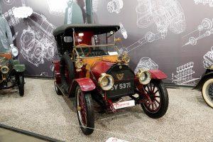 На территории бывшего завода «Кристалл» можно увидеть самую крупную в России коллекцию раритетных автомобилей