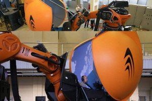 Промышленного робота-манипулятора превратили в авиатренажер